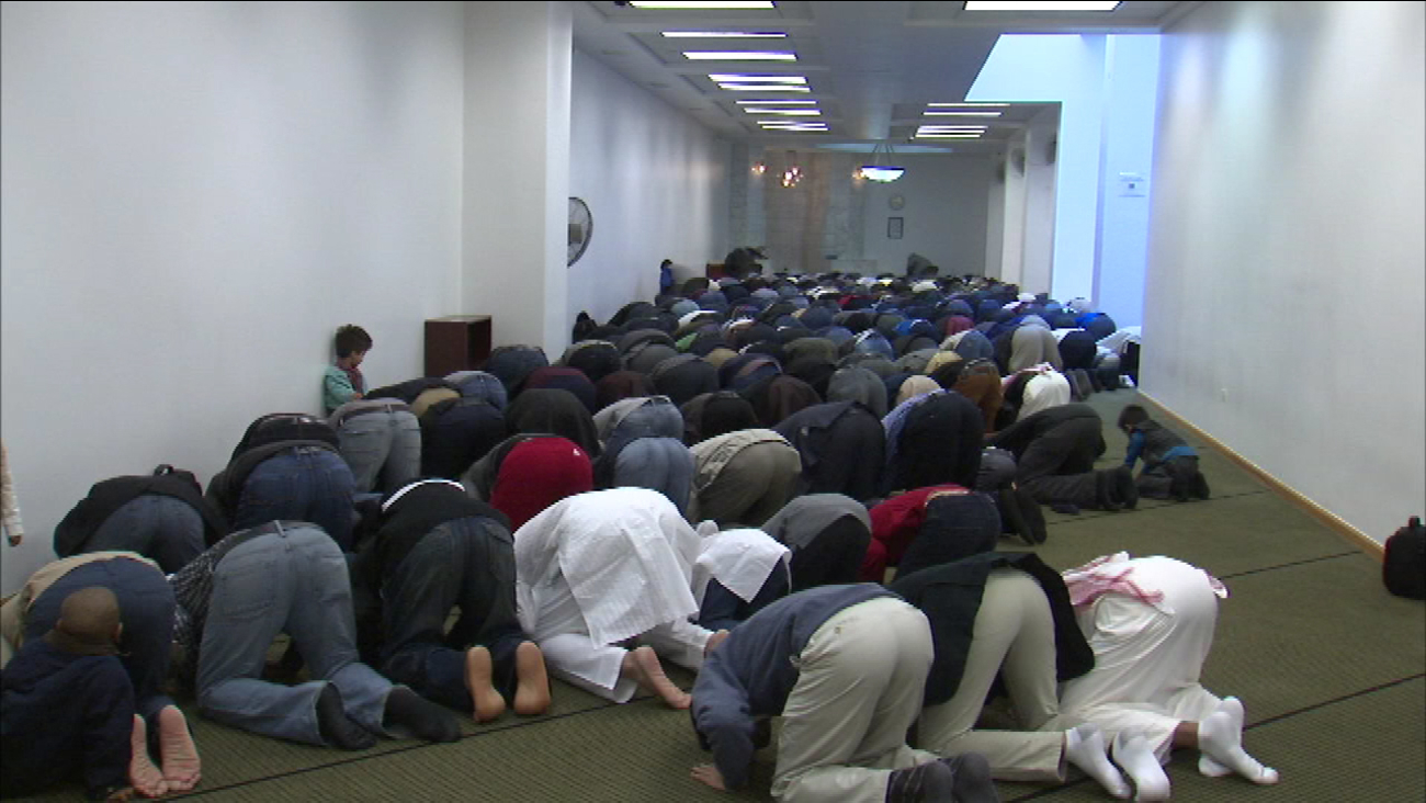Muslims mark Eid al-Adha holiday | abc7chicago com