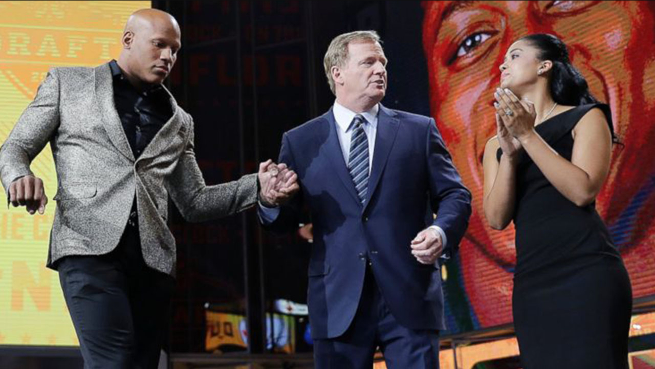 Ryan Shazier, left, and his wife Michelle, right, stand with commissioner Roger Goodell, during the Pittsburgh Steelers' selection in the first round of the NFL football draft