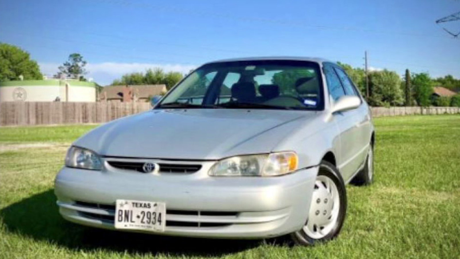 Man Attempts To Sell His 1999 Toyota Corolla Using Funny Viral