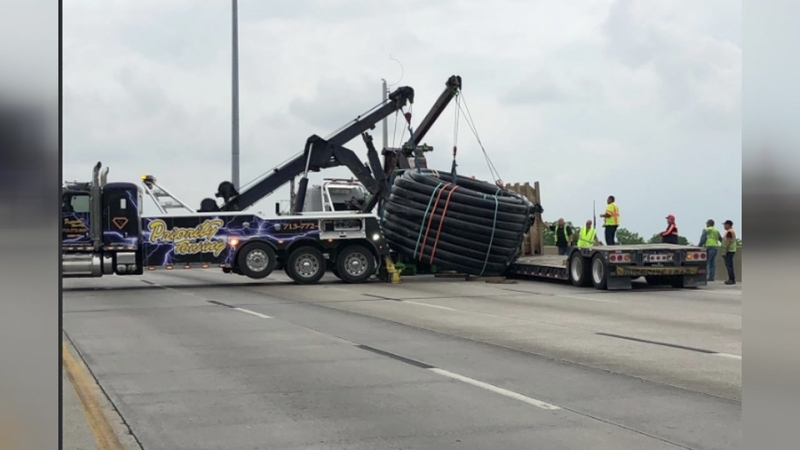 I-10 East westbound at McCarty closed after truck hits bridge