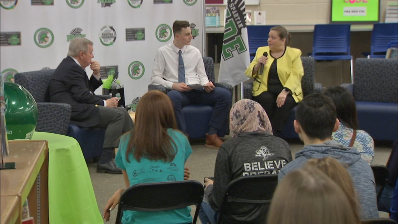 Sen. Durbin visits Oak Lawn High School after student sends letter about gun violence