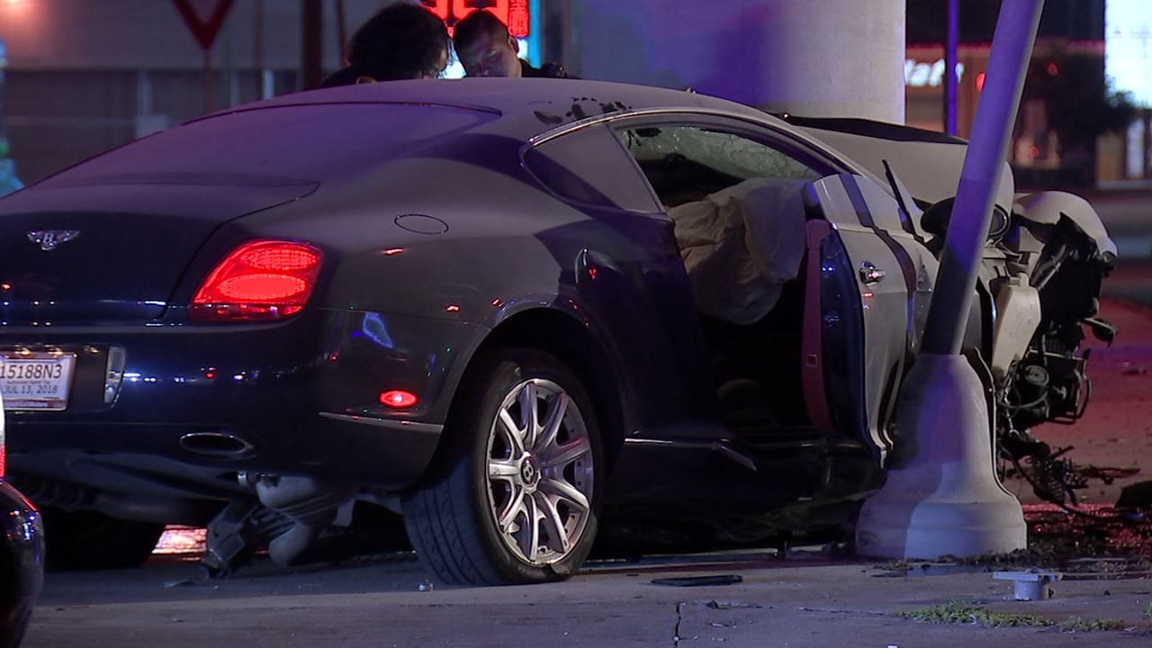 100k Bentley Bursts Into Flames When Driver Crashes After High Speed Police Chase Abc13 Houston