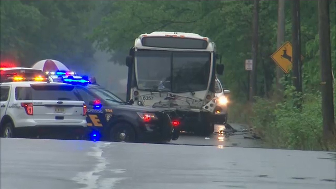 4 people injured after New Jersey Transit bus collides with