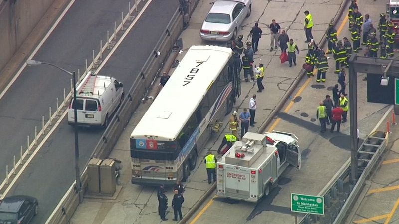 32 people injured when 2 buses collide exiting Lincoln