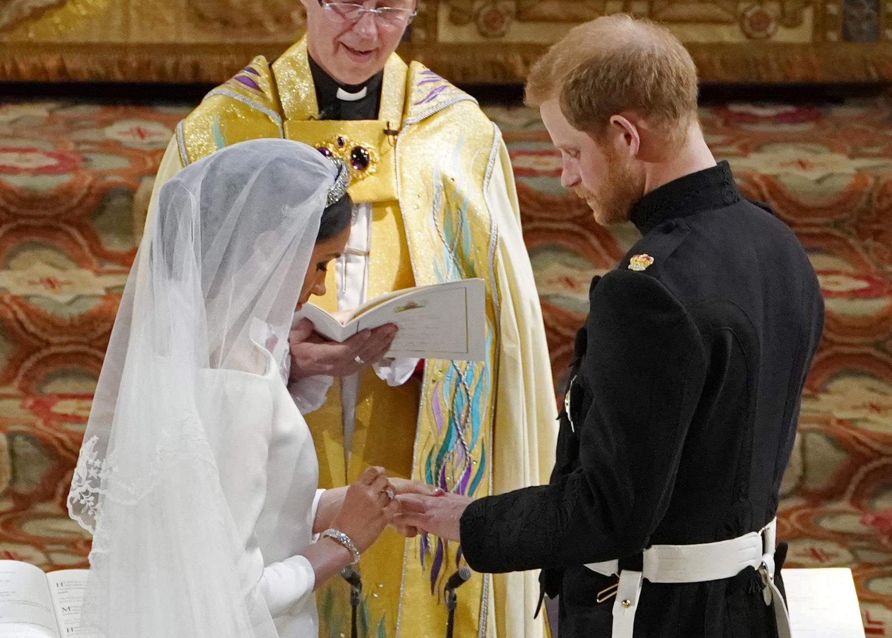 "<div class=""meta image-caption""><div class=""origin-logo origin-image wls""><span>wls</span></div><span class=""caption-text"">US fiancee of Britain's Prince Harry Meghan Markle and Britain's Prince Harry, Duke of Sussex exchange rings during their wedding ceremony in St George's Chapel. (Owen Humphrey/AFP/Getty Images)</span></div>"