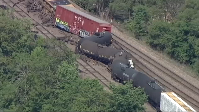 BNSF freight train derails in Aurora, Illinois