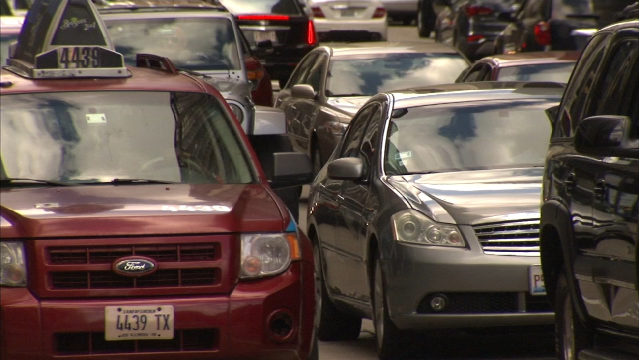 Drivers' cellphones targeted in rash of thefts at busy Chicago intersections