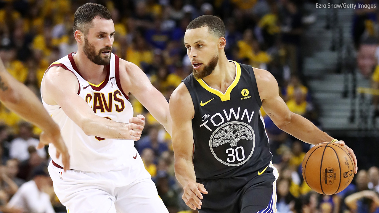 Image of Steph Curry guarded by Kevin Love.