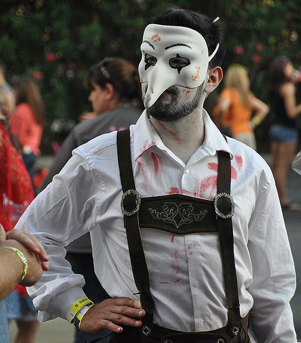 Haunted Places In Northwest Houston: Family Fun And Zombie Fans Mix It Up At Houston Halloween