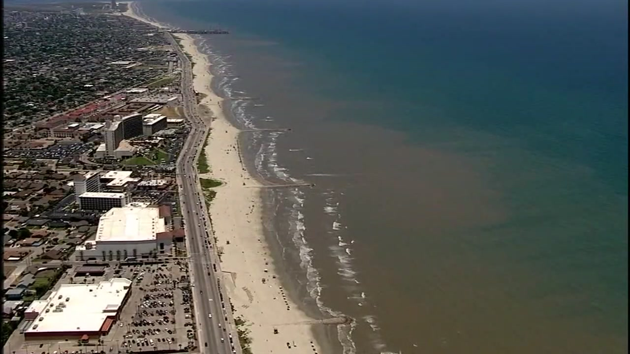 Stunning video shows line of water just off Galveston