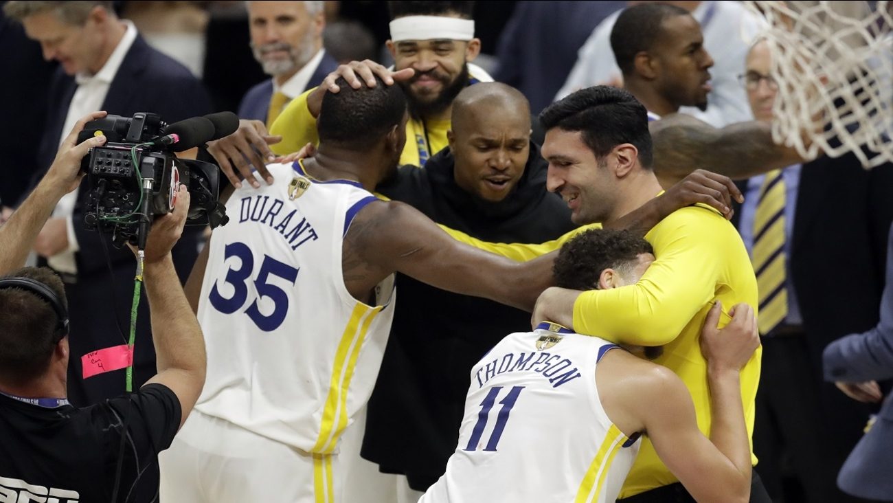 75f7bd420c6 Golden State Warriors sweep Cleveland Cavaliers for second straight NBA  title