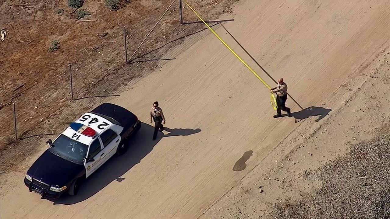 Sheriff's deputies investigate after a body was found in the area of the 605 Freeway and Valley Boulevard in Bassett on Monday, Oct. 20, 2014.