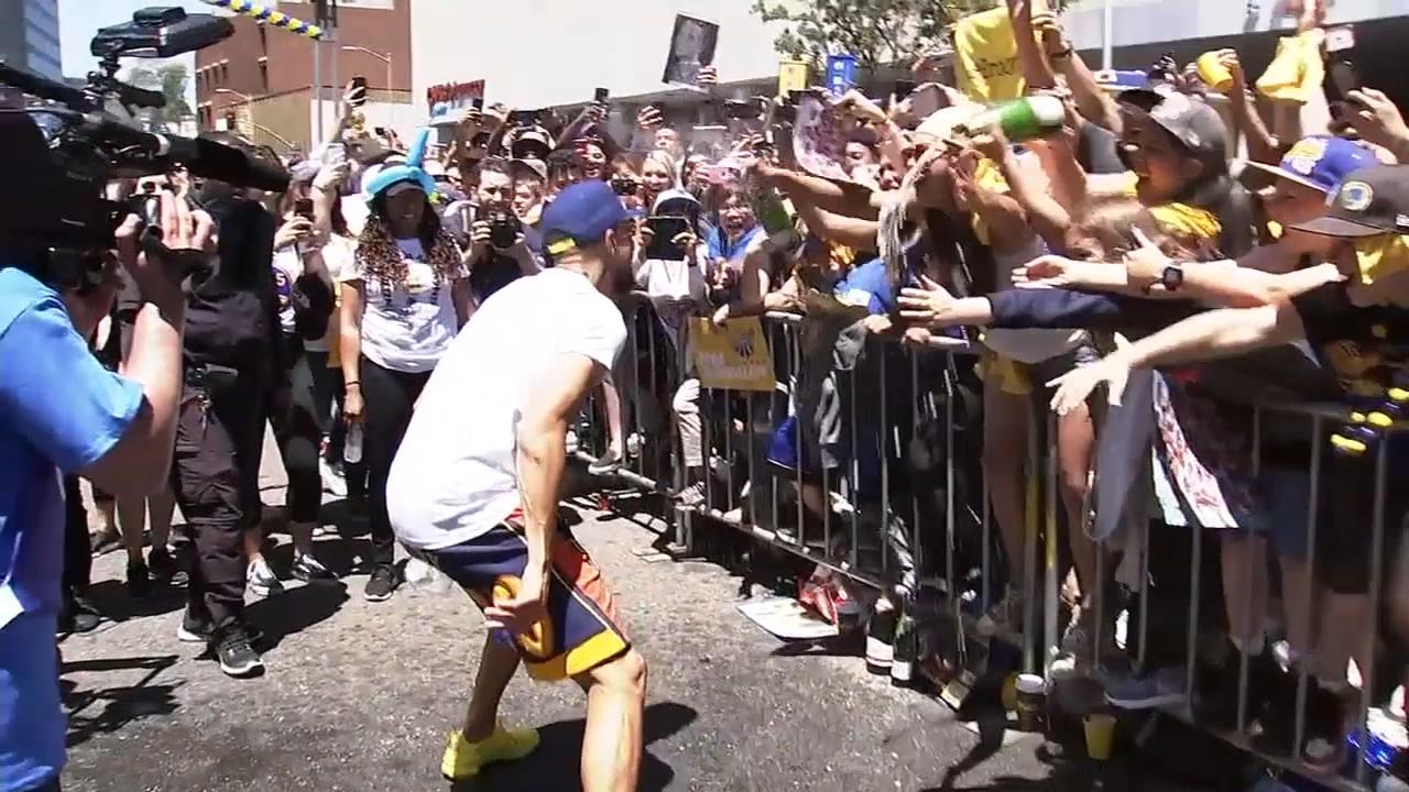 "<div class=""meta image-caption""><div class=""origin-logo origin-image none""><span>none</span></div><span class=""caption-text"">Stephen Curry greets fans during the Warriors parade in Oakland on Tuesday, June 12, 2018. (KGO-TV)</span></div>"
