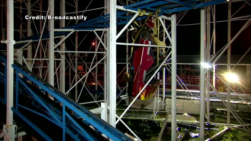 Roller coaster derails, drops 2 riders 30 feet
