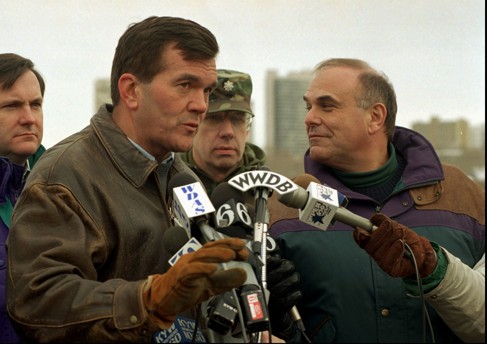"<div class=""meta image-caption""><div class=""origin-logo origin-image ap""><span>AP</span></div><span class=""caption-text"">Pennsylvania Governor Tom Ridge and Philadelphia Mayor Ed Rendell during a 1996 snow storm. (ASSOCIATED PRESS)</span></div>"