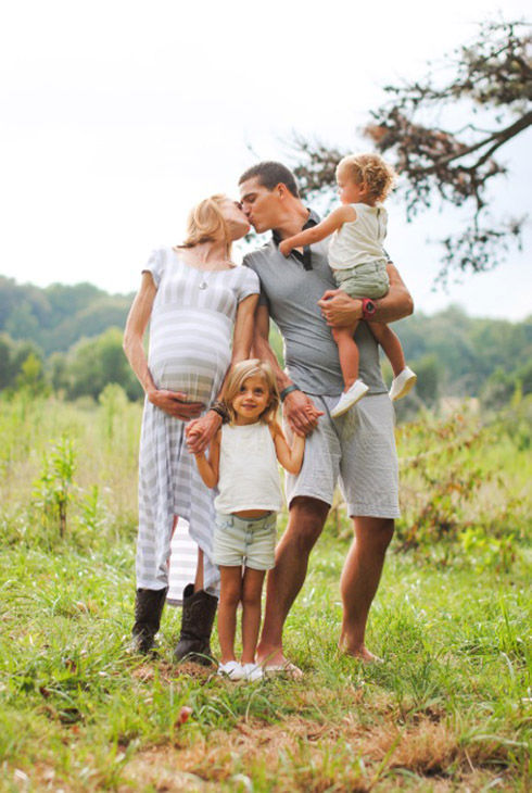 """<div class=""""meta image-caption""""><div class=""""origin-logo origin-image """"><span></span></div><span class=""""caption-text"""">The Justice family during Lindsey's pregnancy. (Justice Family)</span></div>"""
