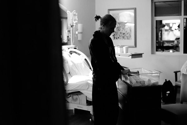 """<div class=""""meta image-caption""""><div class=""""origin-logo origin-image """"><span></span></div><span class=""""caption-text"""">Lindsey in the hospital after giving birth. (Justice Family)</span></div>"""