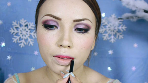 """<div class=""""meta image-caption""""><div class=""""origin-logo origin-image """"><span></span></div><span class=""""caption-text"""">Makeup artist and YouTube personality Promise Phan gives a step-by-step lesson on how to transform your face to resemble Queen Elsa. (Photo/YouTube, dope2111)</span></div>"""