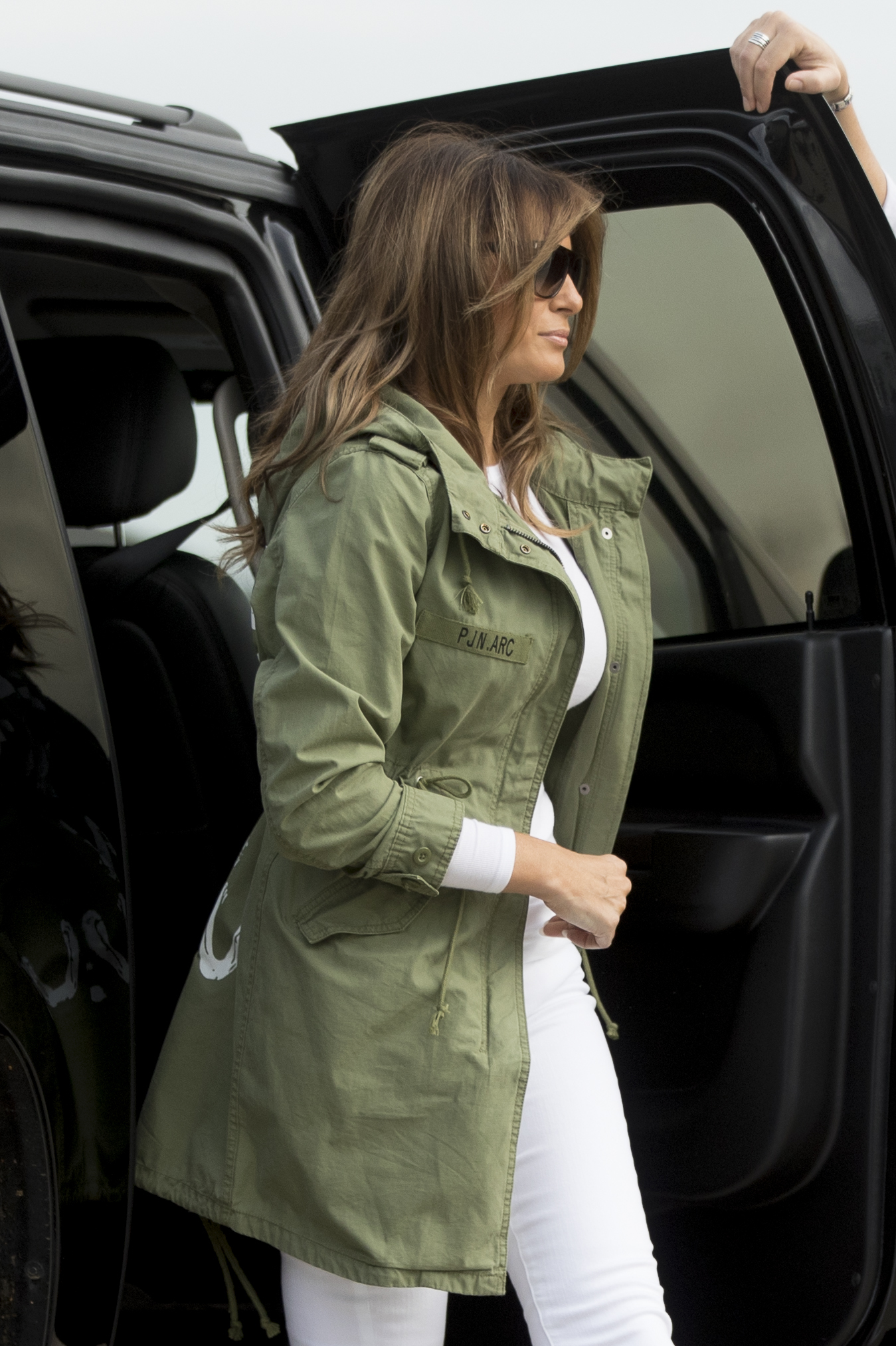 <div class='meta'><div class='origin-logo' data-origin='AP'></div><span class='caption-text' data-credit='AP'>First lady Melania Trump boards a plane at Andrews Air Force Base, Md., Thursday, June 21, 2018, to travel to Texas. (AP Photo/Andrew Harnik)</span></div>