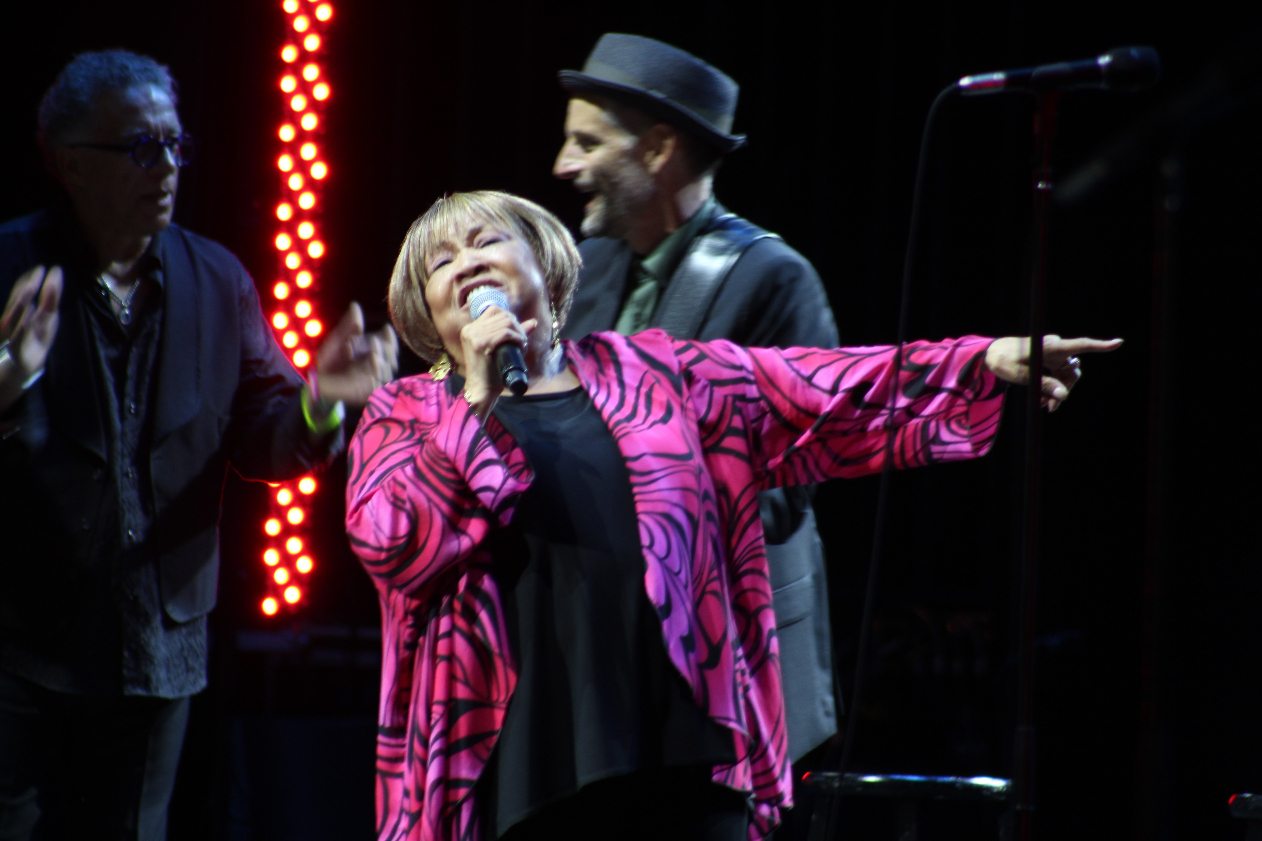 "<div class=""meta image-caption""><div class=""origin-logo origin-image wabc""><span>WABC</span></div><span class=""caption-text"">Mavis Staples lifted the spirits of soggy music lovers Sunday on the Amphitheater Main Stage. (Calvin B. De Mond)</span></div>"