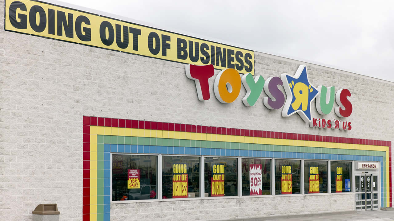 The End Of Toys R Us Photos Show Empty Shelves As People Share