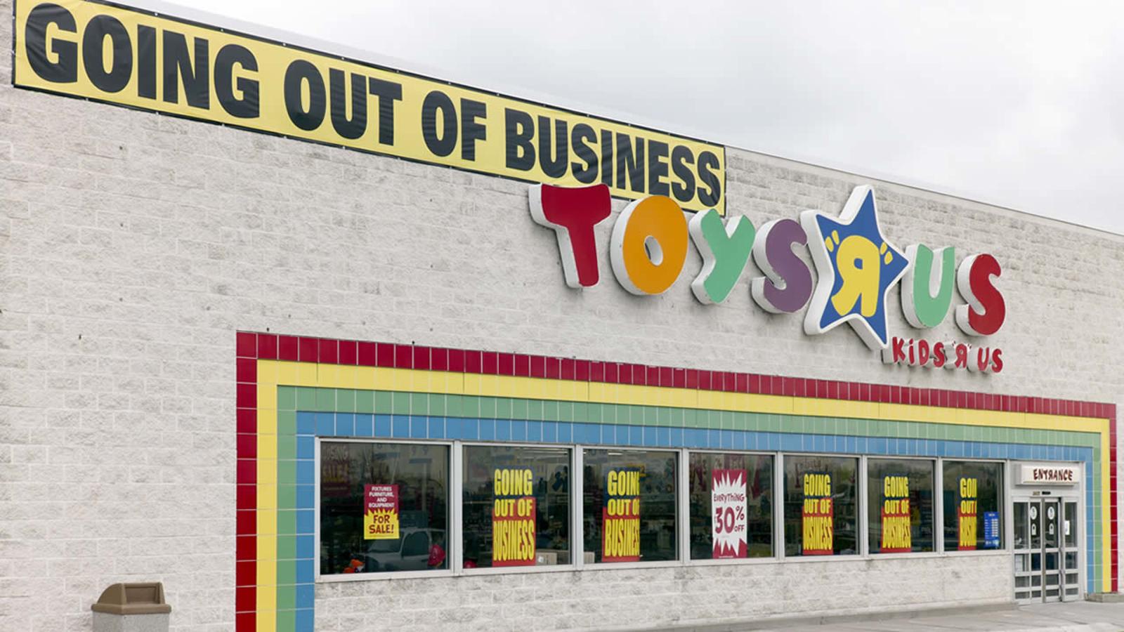 Toys R Us Photos Show Empty Shelves