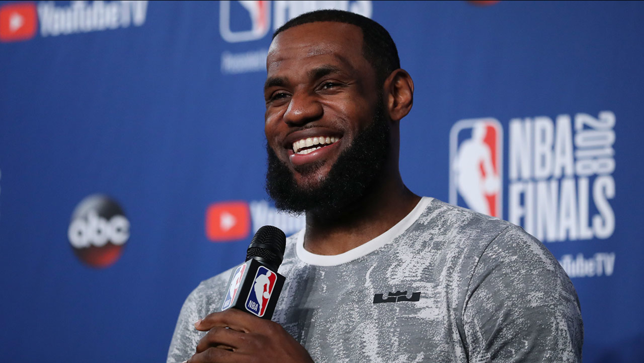 wholesale dealer b3bdc 2e2b3 LeBron James agrees to 4-year,  154M deal with Los Angeles Lakers    abc7ny.com