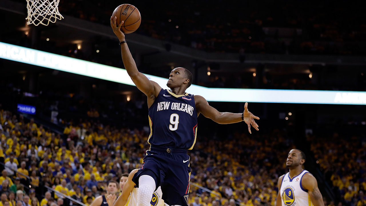 Rajon Rondo, who played with the New Orleans Pelicans last season, has signed a one-year contract with the Los Angeles Lakers.
