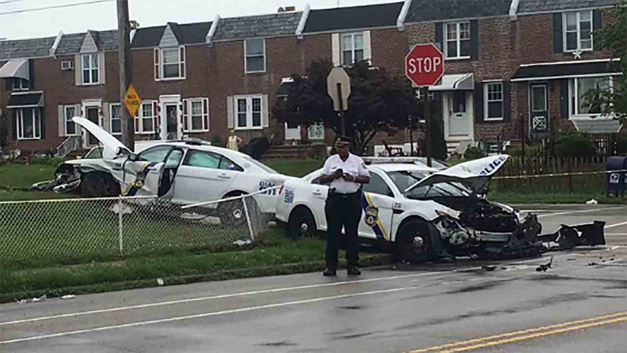 2 police cruisers involved in crash in Mayfair