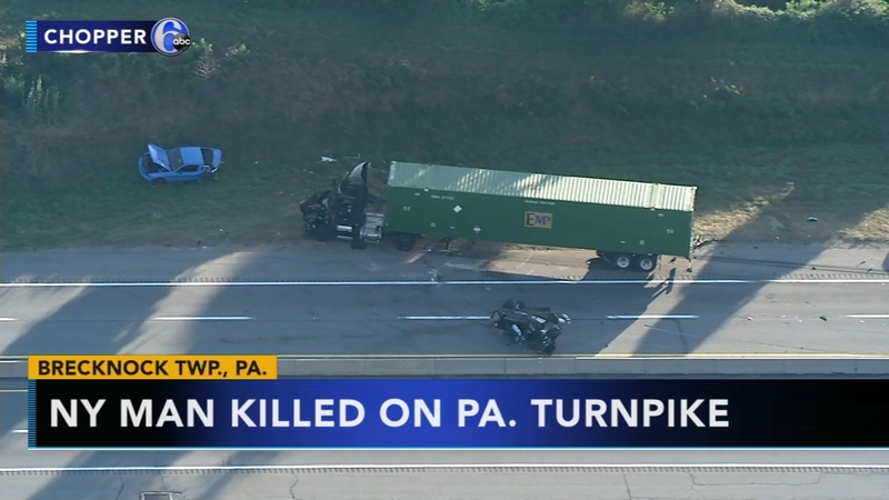 Police search for 2 people who fled scene of crash on Pennsylvania Turnpike
