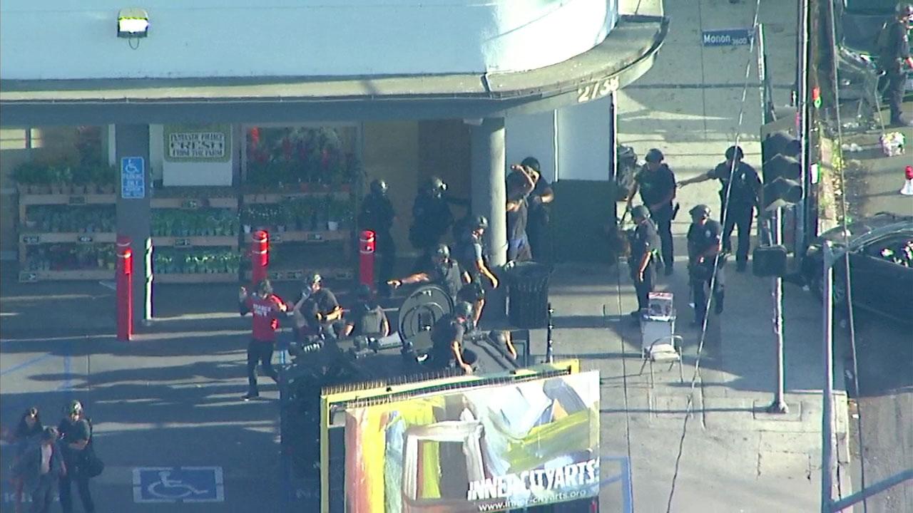 1 dead, suspect in Los Angeles Trader Joe\'s standoff in custody ...