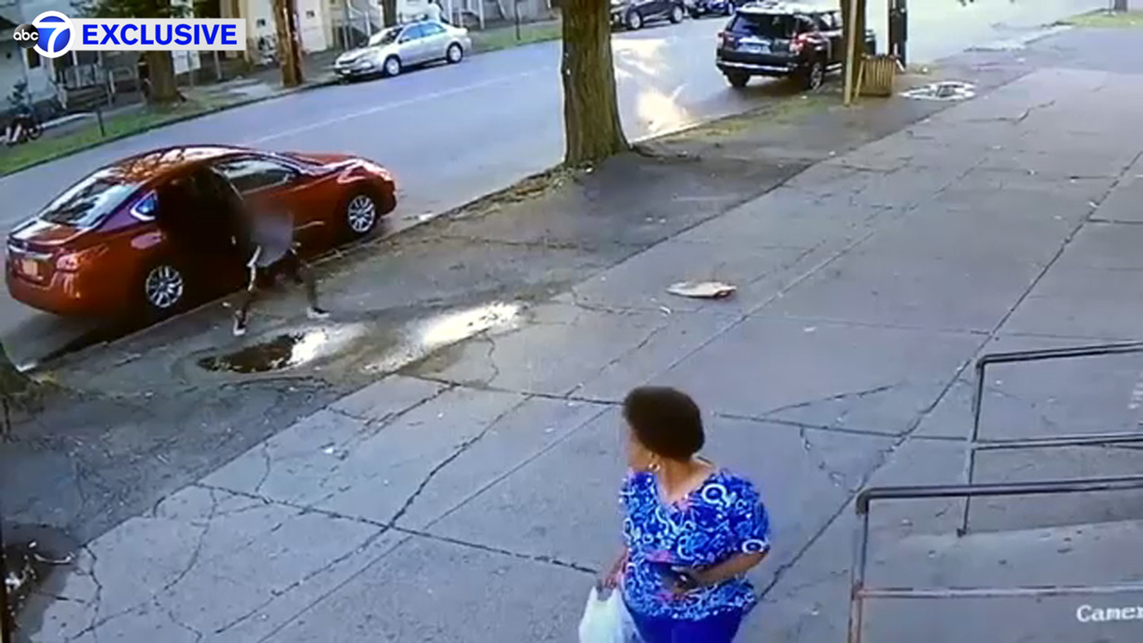 Video shows carjacking with 2 kids in vehicle