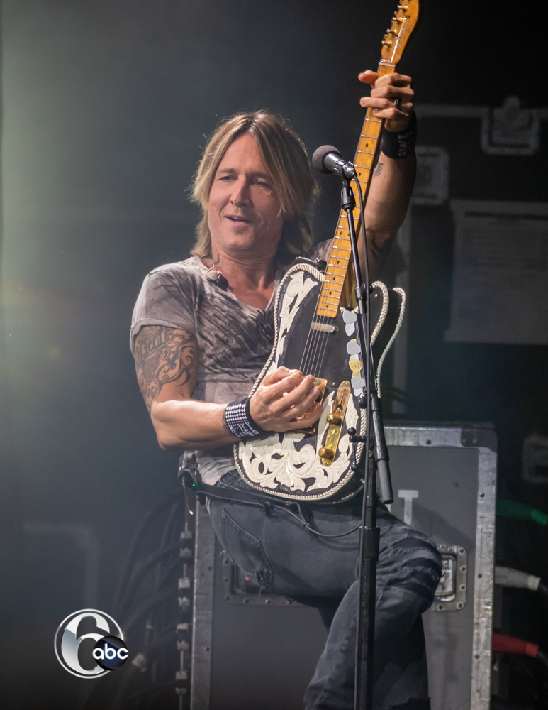 "<div class=""meta image-caption""><div class=""origin-logo origin-image wpvi""><span>WPVI</span></div><span class=""caption-text"">Keith Urban brought his Graffiti U Tour and Kelsea Ballerini to the BB&T Pavilion in Camden, NJ on August 03, 2018.</span></div>"