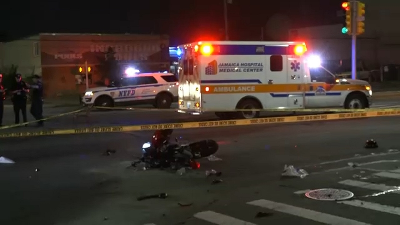 Driver killed, passenger injured in motorcycle crash in Queens