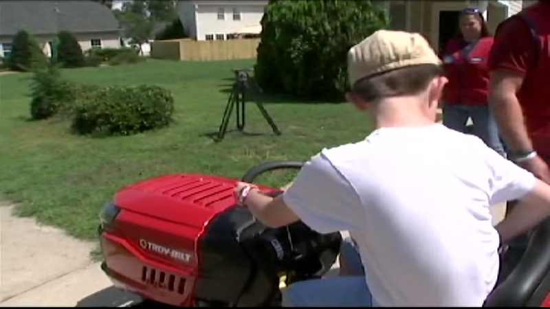 Lowe's gifts lawnmower to 9-year-old robbed at lemonade stand