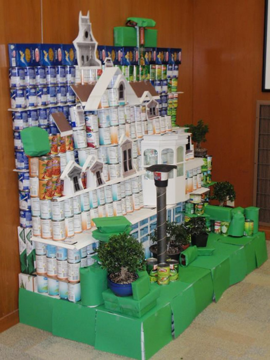 "<div class=""meta image-caption""><div class=""origin-logo origin-image ""><span></span></div><span class=""caption-text"">HISTORIC MEEK ESTATE MANSION: This display was made from 815.13 pounds of food.</span></div>"