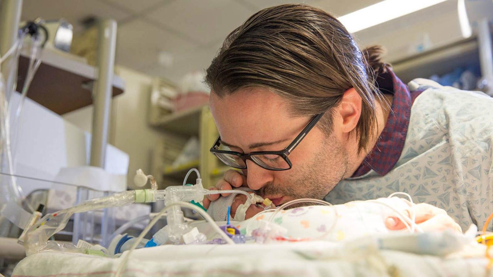 newborn sons emergency video - HD1600×900