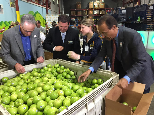 "<div class=""meta image-caption""><div class=""origin-logo origin-image ""><span></span></div><span class=""caption-text"">From left to right: Food Bank of Contra Costa and Solano executive director Larry Sly, Concord Mayor Tim Grayson, Alhambra HS senior Cheyenne Davis, ABC7's Spencer Christian.</span></div>"