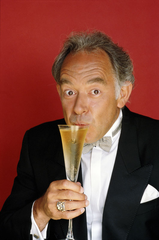 "<div class=""meta image-caption""><div class=""origin-logo origin-image kgo""><span>kgo</span></div><span class=""caption-text"">Robin Leach, the ""Lifestyles of the Rich and Famous"" host who shared stories of ""champagne wishes and caviar dreams,"" has died at the age of 76, according to local media reports. (Maureen Donaldson/Getty Images)</span></div>"
