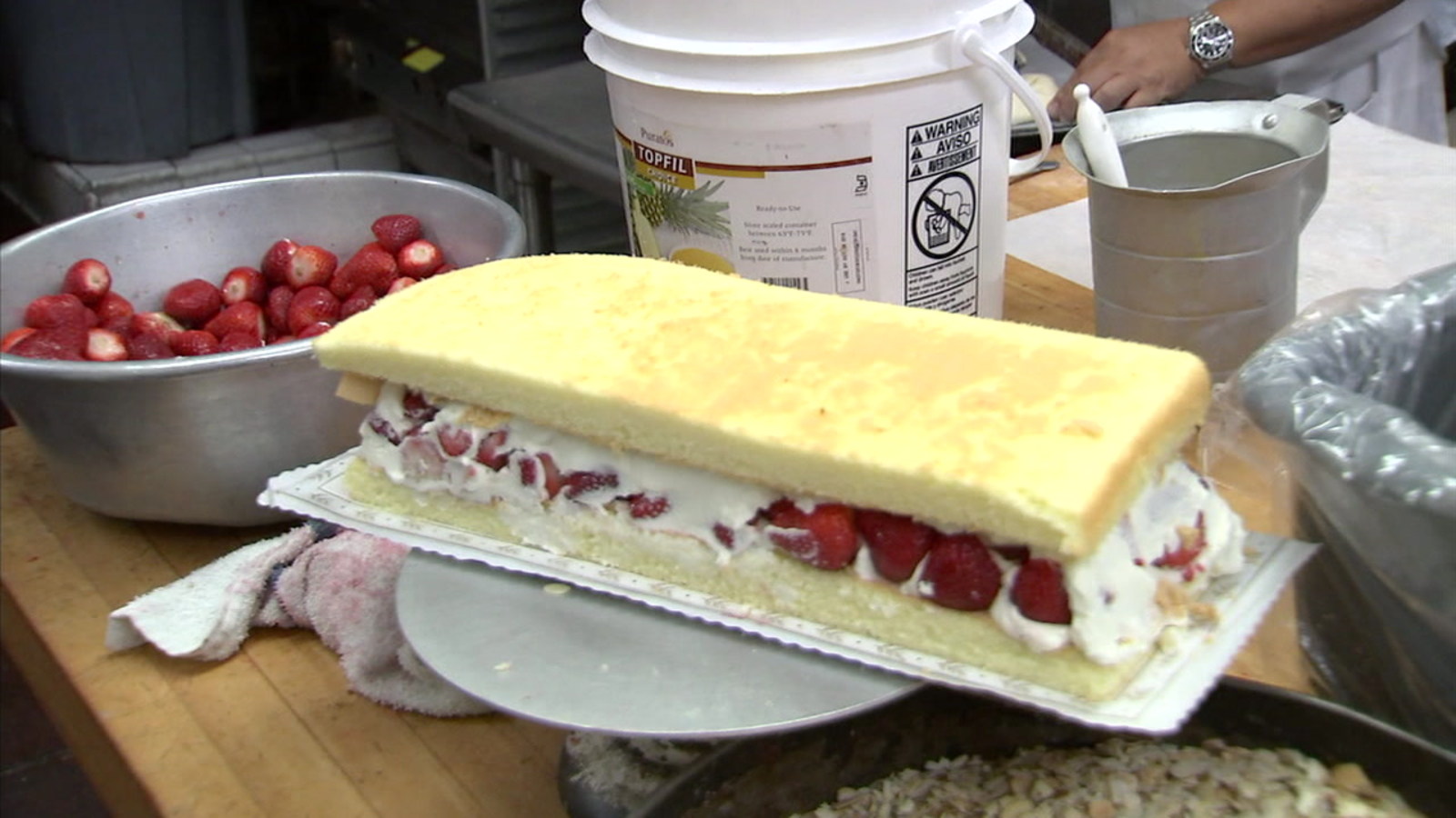 Historic Phoenix Bakery To Celebrate 80 Years Of Business In Chinatown