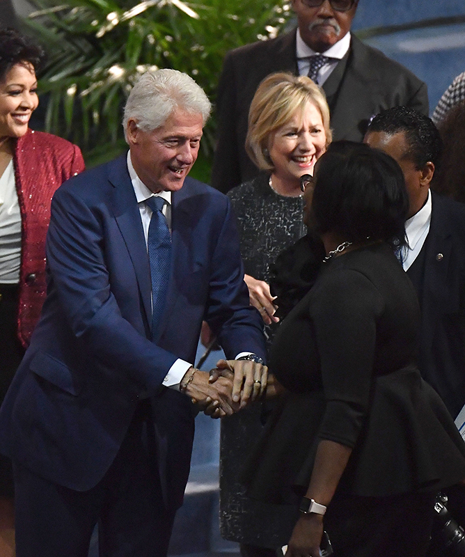 "<div class=""meta image-caption""><div class=""origin-logo origin-image kabc""><span>kabc</span></div><span class=""caption-text"">Former US President Bill Clinton (L) and former US Secretary of State Hillary Clinton (C) attend Aretha Franklin's funeral at Greater Grace Temple on August 31, 2018. (Angela Weiss/AFP/Getty Images)</span></div>"