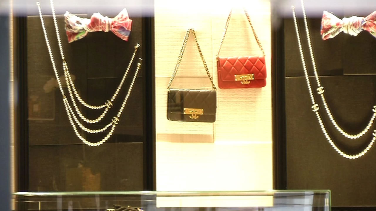 2267992c0163 San Francisco police are searching for two thieves who drove a Chanel store  near Union Square and made-off with very expensive merchandise.