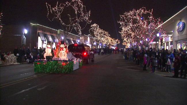 naperville hosts parade of lights festival abc7chicagocom