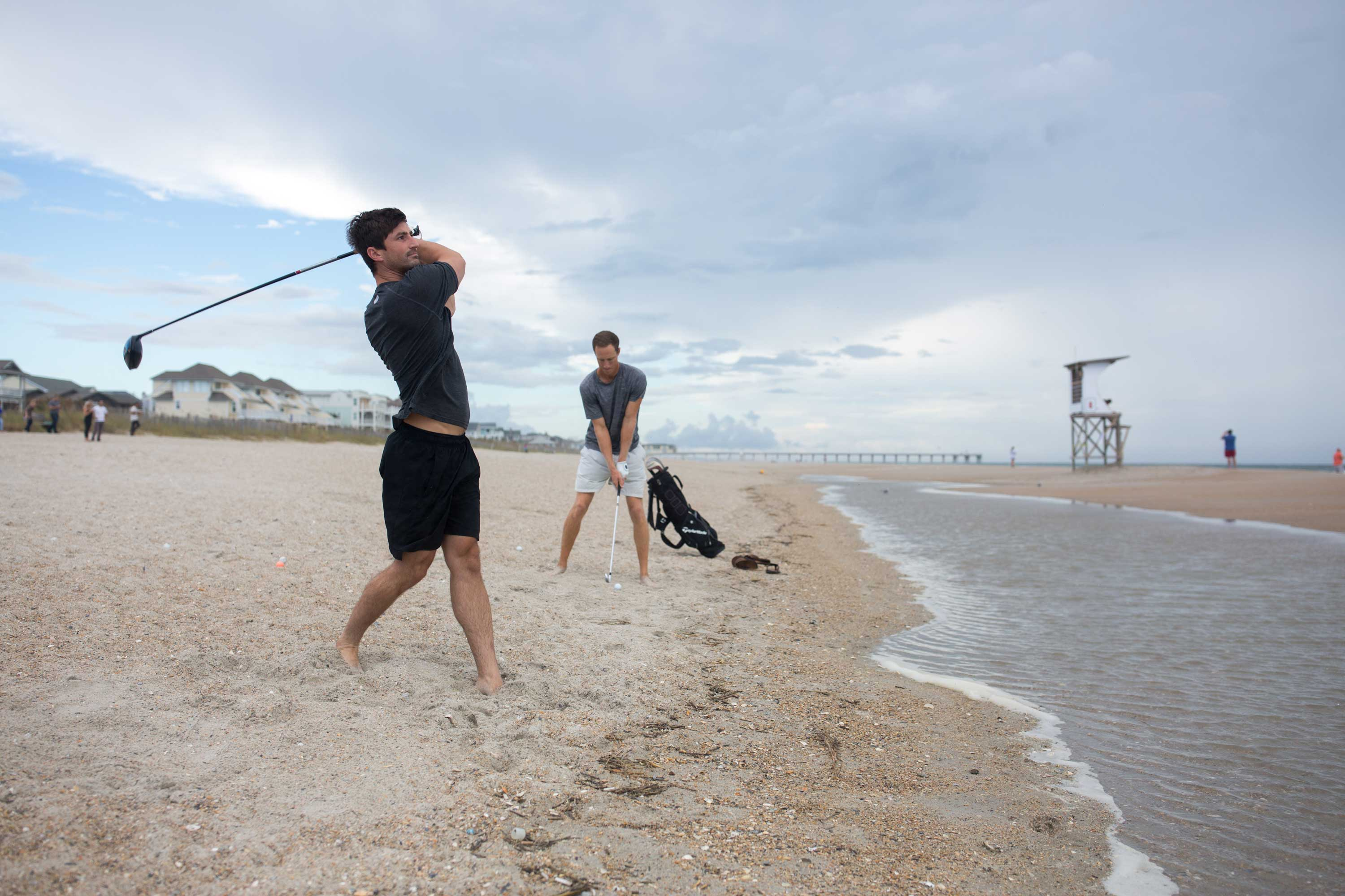 "<div class=""meta image-caption""><div class=""origin-logo origin-image none""><span>none</span></div><span class=""caption-text"">Matt Jones tees off while his friend Jacob Whitehead looks on at Wrightsville Beach, N.C. on September 11, 2018, as they plan to ride out Hurricane Florence. (LOGAN CYRUS/AFP/Getty Images)</span></div>"