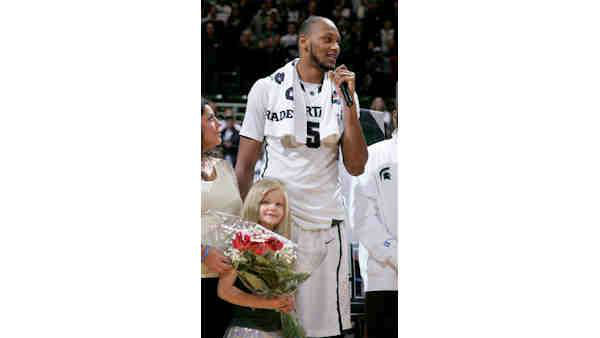 "<div class=""meta image-caption""><div class=""origin-logo origin-image ""><span></span></div><span class=""caption-text"">Michigan State fan Lacey Holsworth who had her story told during the recent NCAA basketball tournament died of cancer on Wednesday, April 9, 2014 at the age of 8.</span></div>"