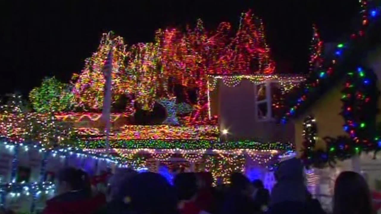 Livermore Christmas Parade 2021 Massive Holiday Lights Display Featured At Livermore Home On Hillcrest Avenue Abc7 San Francisco