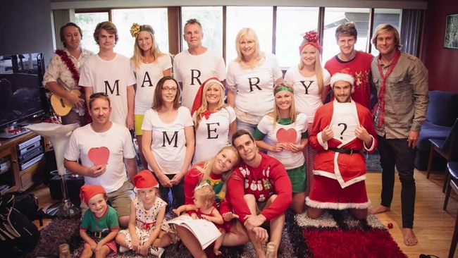 family christmas photo turns into adorable surprise marriage