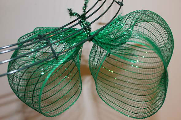 Diy christmas mesh wreath abc13 diy christmas mesh wreath solutioingenieria Gallery