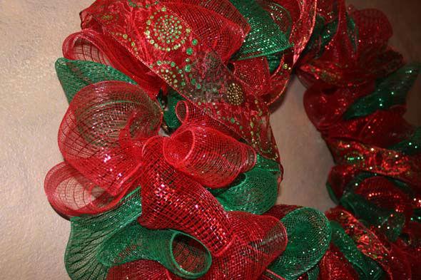 Diy christmas mesh wreath abc13 div classmeta image captiondiv class solutioingenieria Gallery