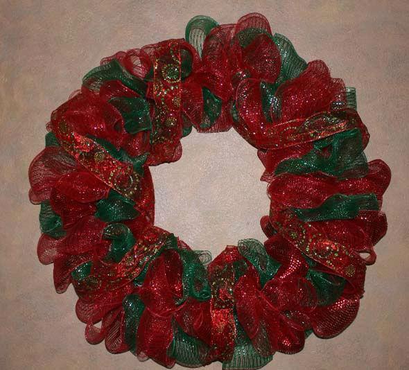 Diy christmas mesh wreath abc13 div classmeta image captiondiv class mesh christmas wreaths solutioingenieria Gallery